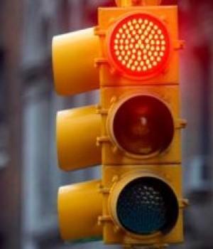 El semáforo de Roque S. Peña y Frascheri ya funciona. Pero…