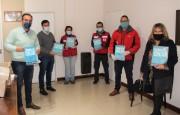 Olaeta con representantes de la Cruz Roja y de Ministerio de la Producción