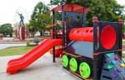 Nuevo juego infantil para la plaza Brown