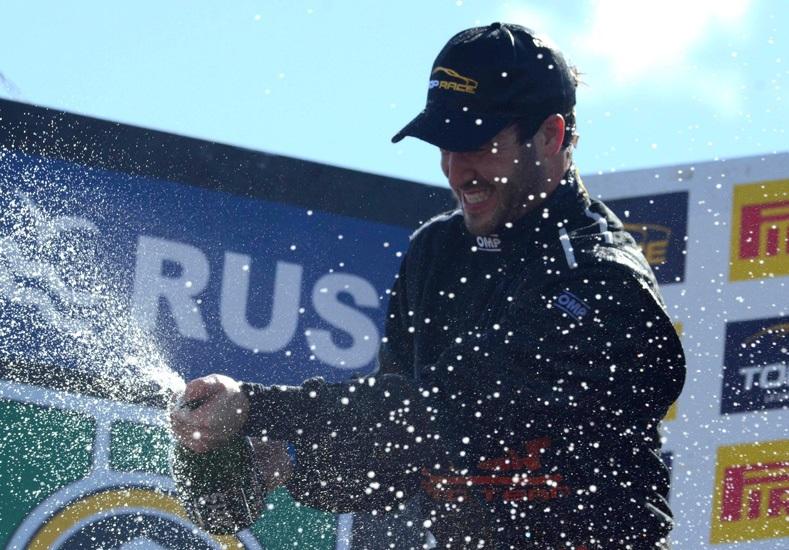 03/05/2015 TELAM Rio Cuarto: En la prueba de Top Race que se disputó hoy en el autódromo Parque Ciudad se impuso el Mercedes de Agustin Canapino. Foto: Laura Cano