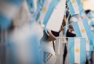 zzzznacp2 NOTICIAS ARGENTINAS SAN MIGUEL DE TUCUMAN, JULIO 09: Una multitud colmó las calles céntricas de la ciudad de San Miguel de Tucumán para festejar los 200 años de la Declaración de la Independencia durante los actos oficiales que encabezó el presidente Mauricio Macri. Miles de familias, con banderas argentinas, disfrutaron del desfile cívico militar que integraron efectivos de las Fuerzas Armadas, agrupaciones gauchas, colectividades, instituciones educativas, entre otras. FOTO NA: PRESIDENCIA zzzz